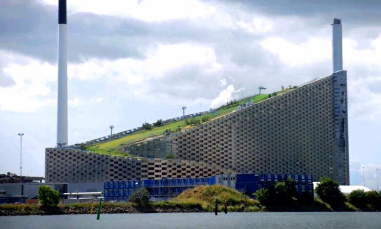 Photo of Copenhagen's popular attraction : converts waste to green energy